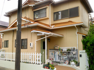 外壁・屋根リフォーム 中古住宅の外壁・玄関を和風から洋風に劇的リフォーム